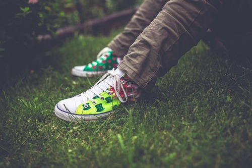 garden-sitting-grass-shoessml